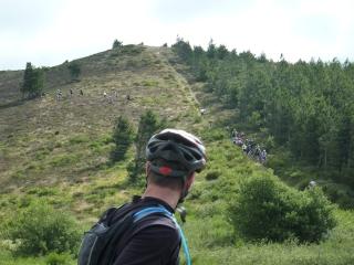 Pour monter au Pic de Nore nous alternons pistes , sentiers et monotraces