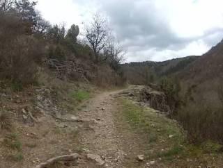 la vallée de la Senouire et  là vous ne voyez que le sentier