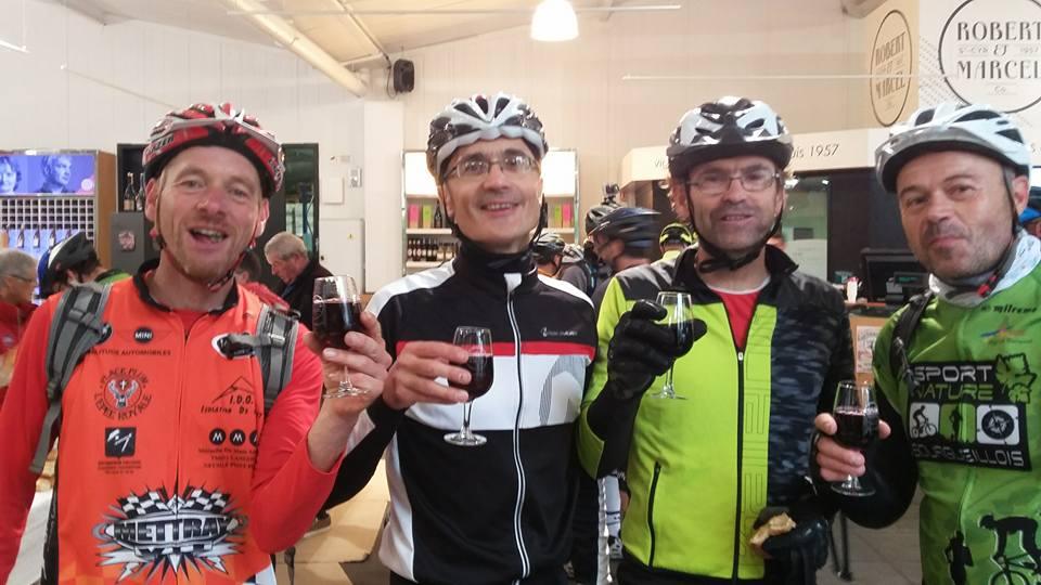 CR. rando VTT «vins et champignons» à Saumur (49). Belles découvertes touristes etdégustations.